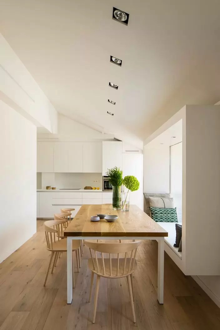 Un attico su due livelli con terrazzo  Mansardait