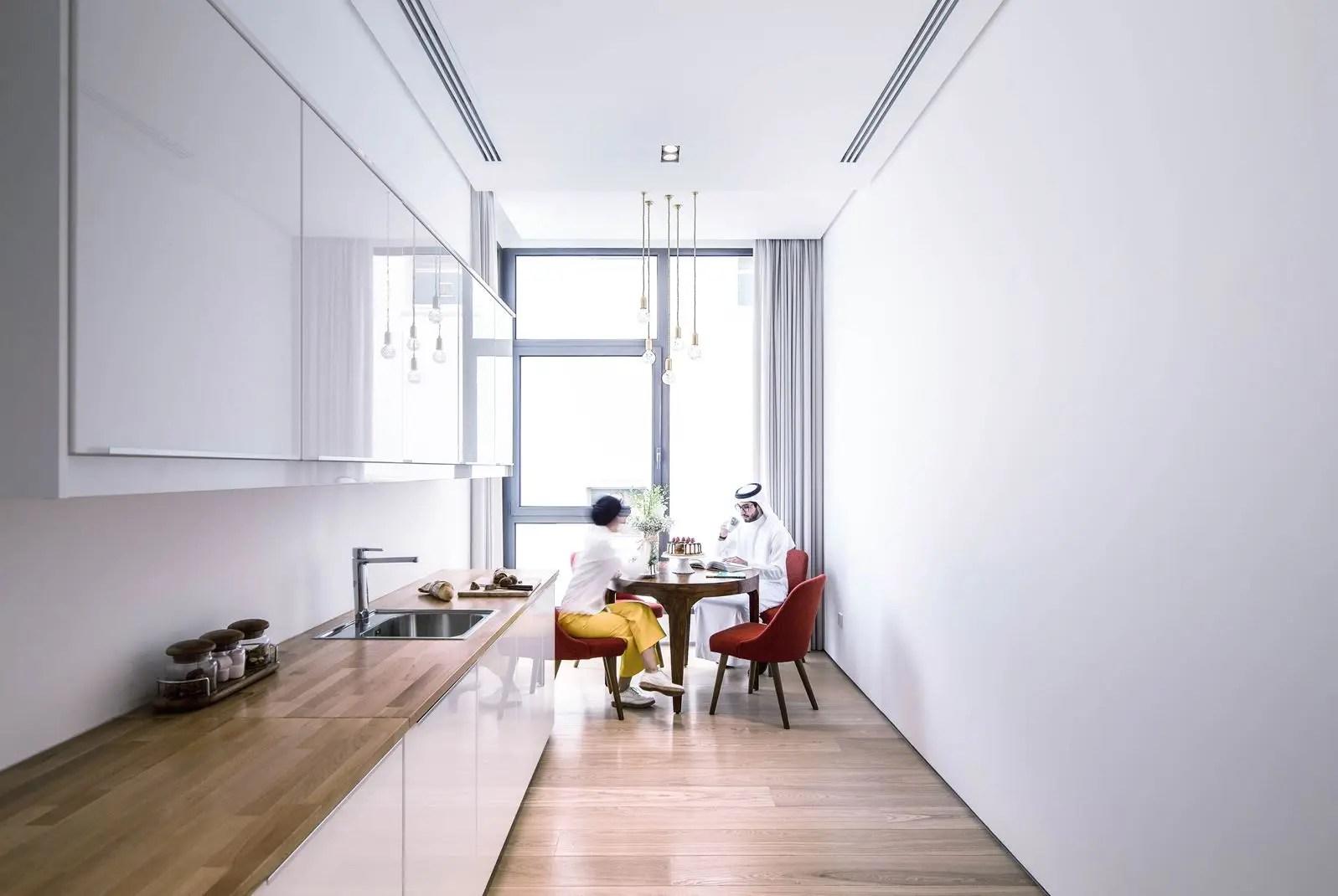 Una casa elegante e lineare con finestre per tetti piani  Mansardait