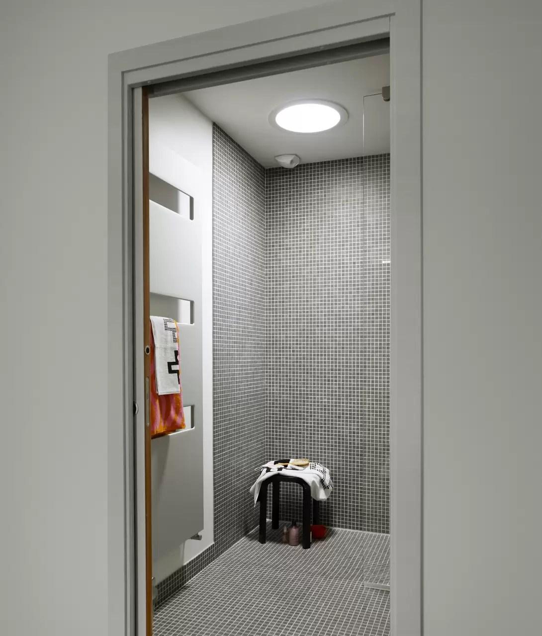Come rendere luminoso un bagno cieco  Mansardait