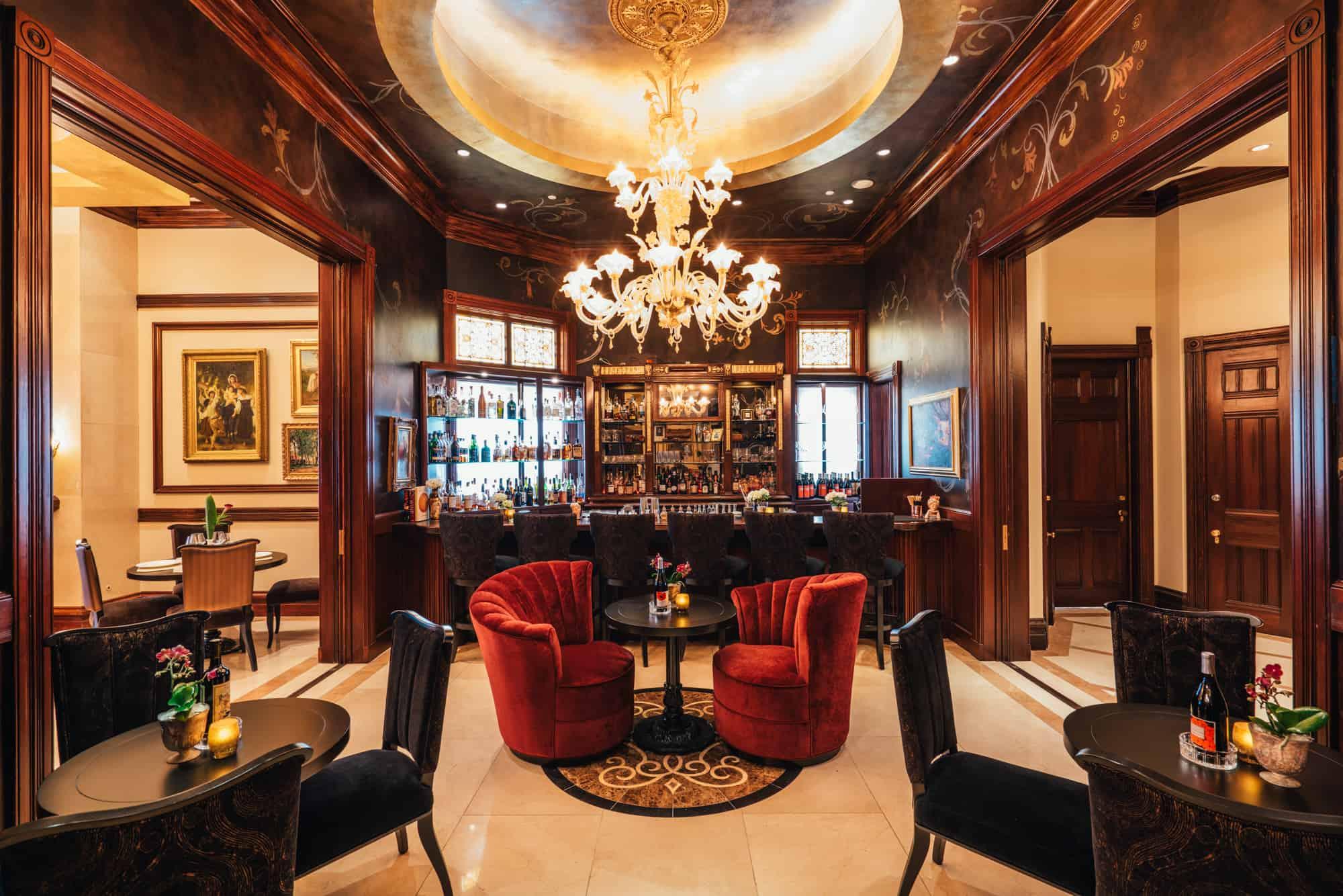 Grand Italian chandelier