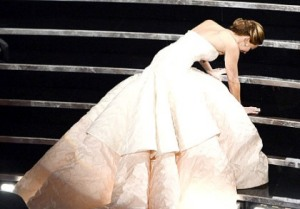 jennifer-lawrence-fall-oscars-showbizbites