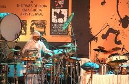Siva_Mani_in_concert
