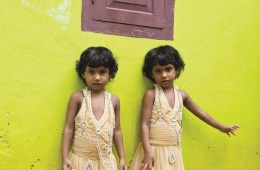 F25H57 India, Kerala, Kodinhi, twins town
