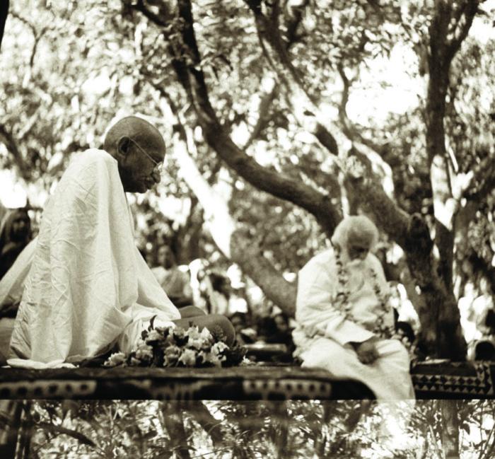 Gandhi with Rabindranath Tagore at Shantiniketan