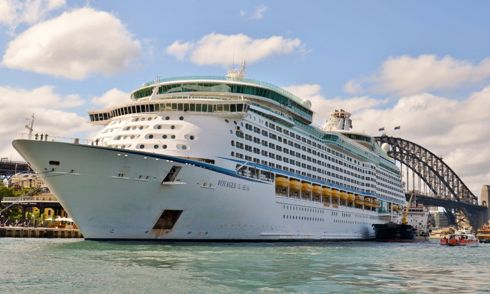 1300 Men From A Gutka Company Took Over A Cruise Liner – Here's The Nightmare That Ensued