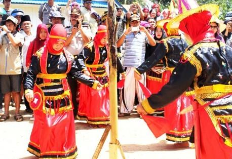 11+ Tarian Adat Daerah Sulawesi Tenggara, Video dan Gambar Serta Penjelasan