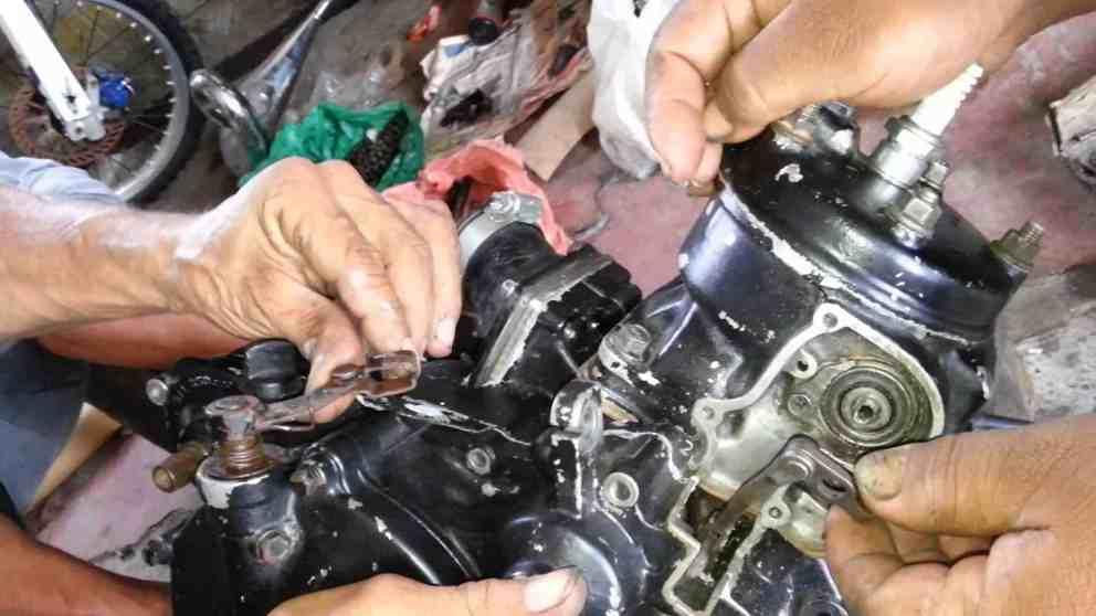 Manual Moto Honda CR 250 Reparación Motor y sistema de escape
