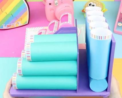 organizador hecho con rollos de papel