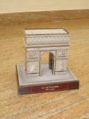 Papercraft building del Arco del Triunfo en Francia. Manualidades a Raudales.