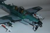 Papercraft imprimible y armable del avión Embraer Super Tucano. Manualidades a Raudales.