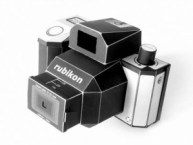 Papercraft imprimible y armable de una Cámara fotográfica Rubikon. Manualidades a Raudales.