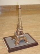 Papercraft building de la Torre Eiffel de París. Manualidades a Raudales.