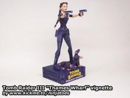 Papercraft de Tom Raider - Lara con pistolas. Manualidades a Raudales.