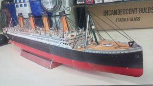 Papercraft imprimible y recortable del barco Titanic. Manualidades a Raudales.
