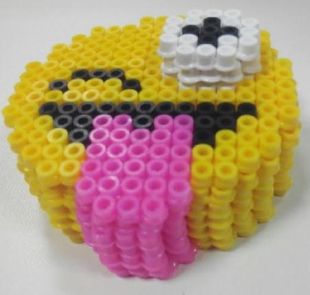 Emoji caja guio con lengua con hamabeads midi