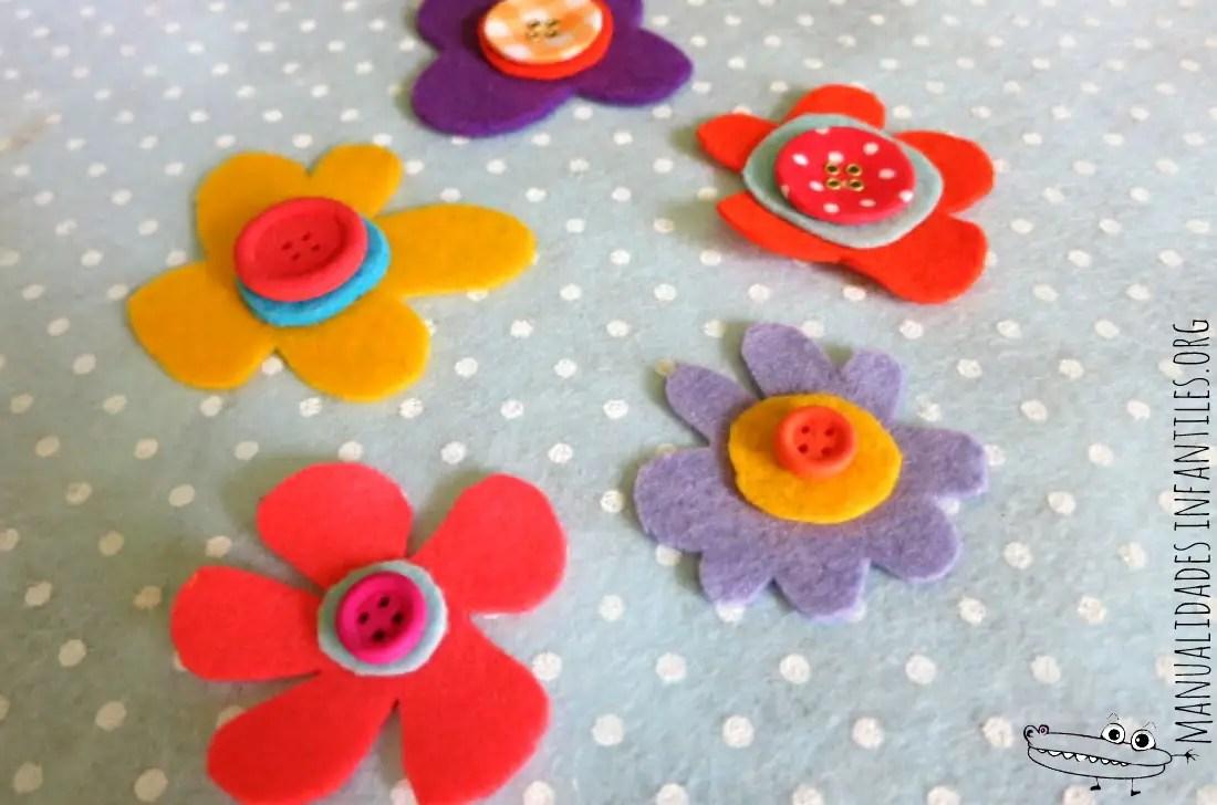 flores de fieltro y botones para decorar
