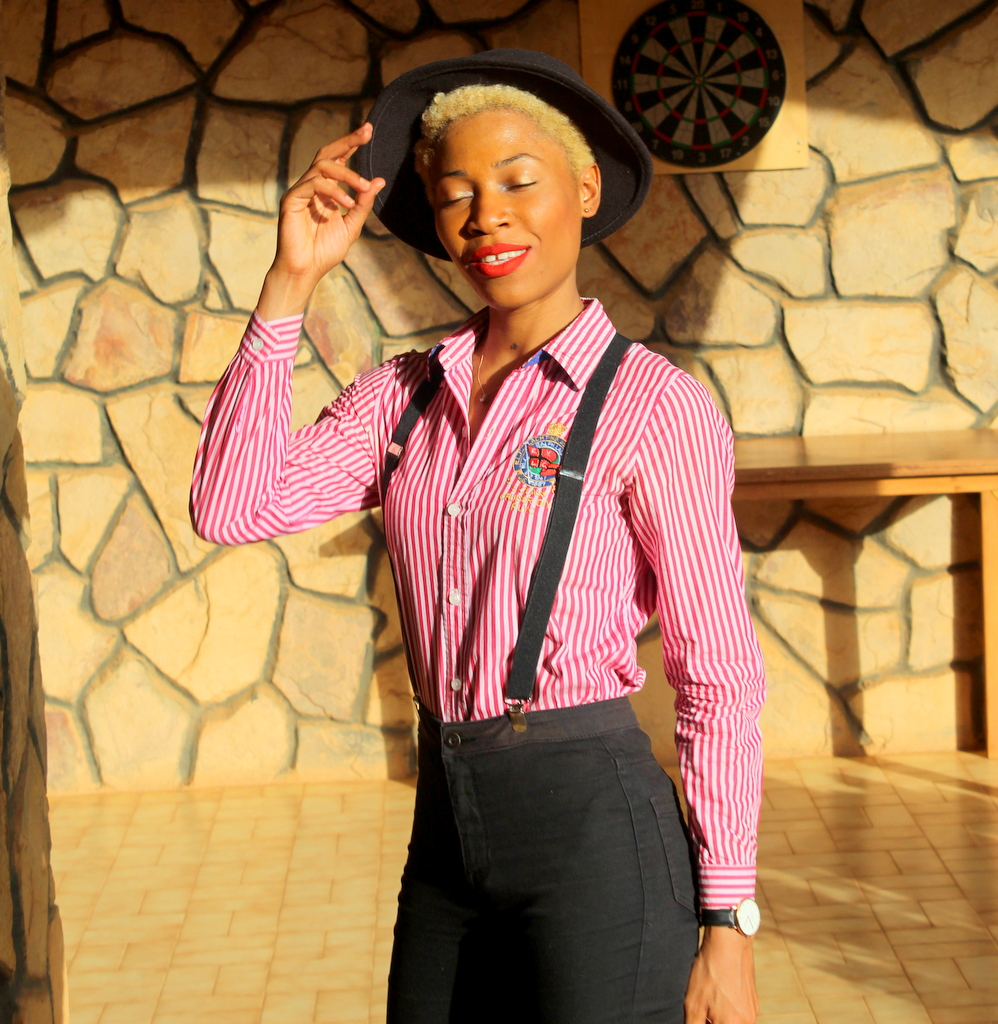 Tomboy style at work with a feminine touch! Blog Mode Lomé-Togo Raph Laurent Hm Chanel Bag