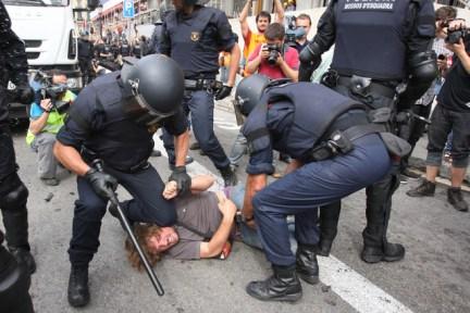 El desalojo de plaça Catalunya, visto por Danny Caminal, en El periódico de Catalunya