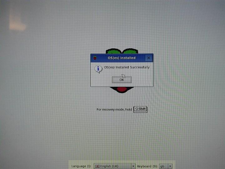Arrancando Raspberry Pi por primera vez - Raspbian instalado con éxito