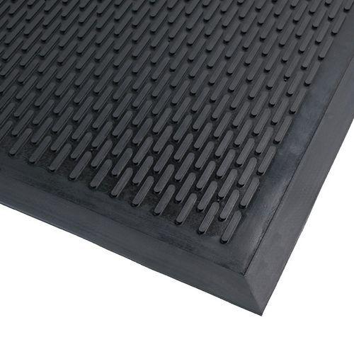 tapis d entree exterieur en caoutchouc surface strie notrax manutan fr