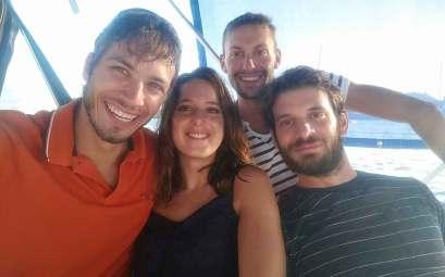 Damien, Anaïs, Philippe et Thomas, les deux cousins de Damien, à bord de Manwë.