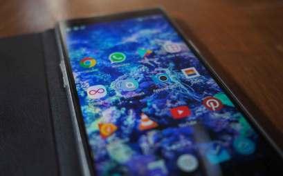 Téléphone portable d'Anaïs sur Manwë : un OnePlus One.
