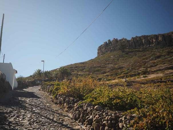 Petite route qui monte vers la Fortaleza de Chipude.