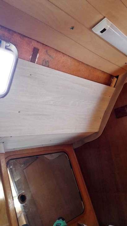 Assemblage des lambris de PVC dans la cabine arrière pour remplacer le vaigrage.