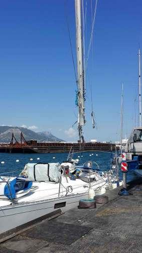 Soulèvement du mât au chantier de la Seyne-sur-Mer