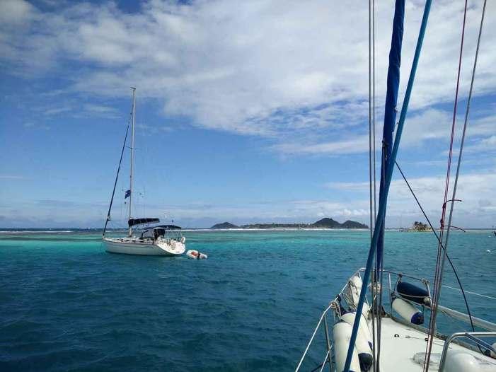 Mouillage entre les coraux, à Clifton, sur l'île d'Union, aux Grenadines.