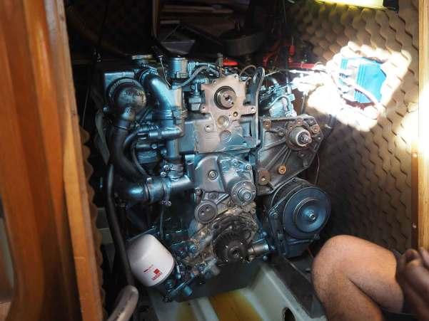 Courroie de distribution démontée du moteur diesel.