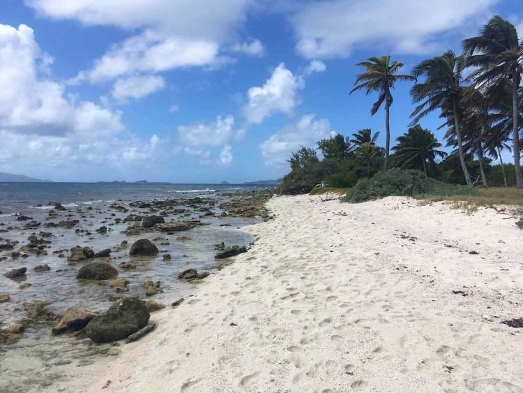 Plage de Petit Tabac, le petit îlot du tournage de Pirates des Caraïbes (volet 1).