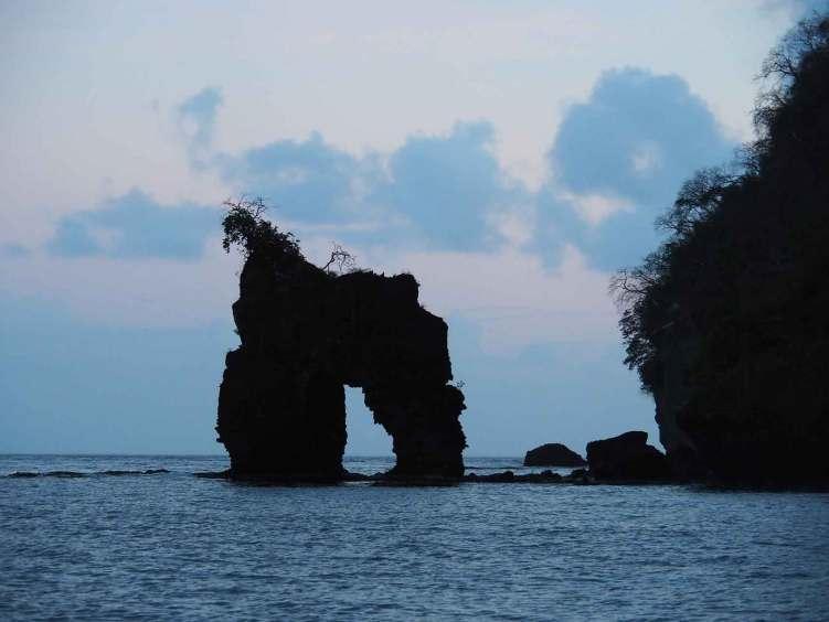 L'arche emblématique des pendus à Wallilabou Bay sur l'île de Saint Vincent.