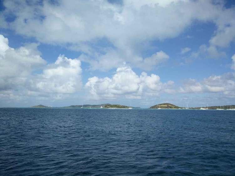 Tobago Cays et Mayreau vus de loin.