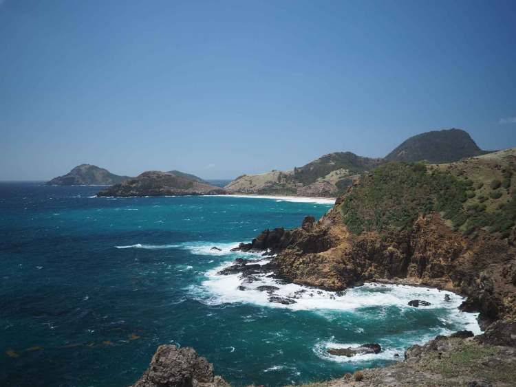 La côte Atlantique de Terre de Haut, aux Saintes en Guadeloupe.