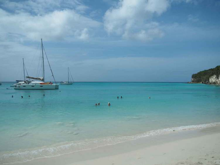 La jolie plage de l'Anse Canot au nord-ouest de Marie-Galante.