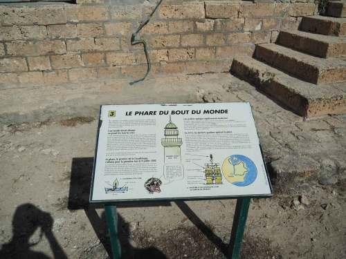 Panneau descriptif du phare de Petite Terre.