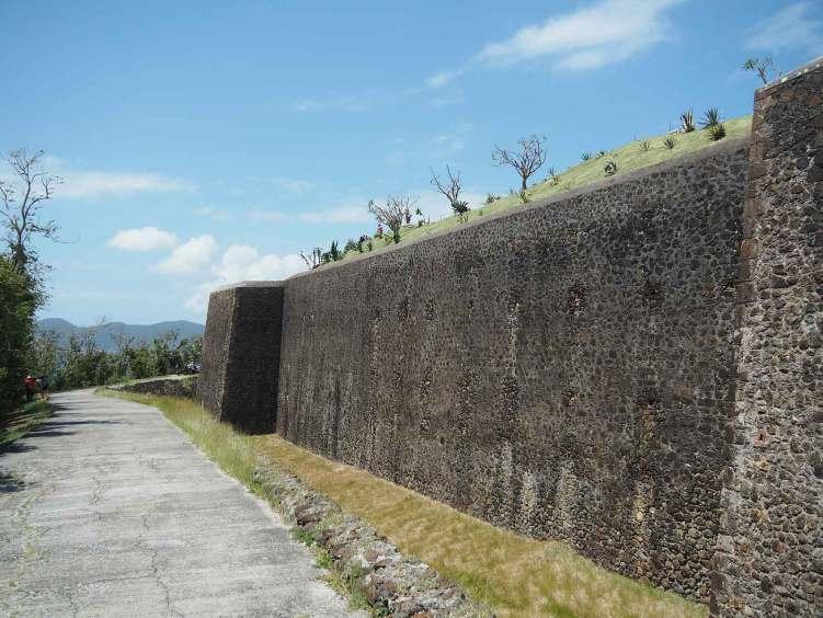 Les remparts du Fort Napoléon aux Saintes.