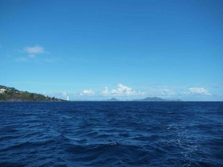 La pointe de Vieux Fort et la vue sur les Saintes en Guadeloupe.
