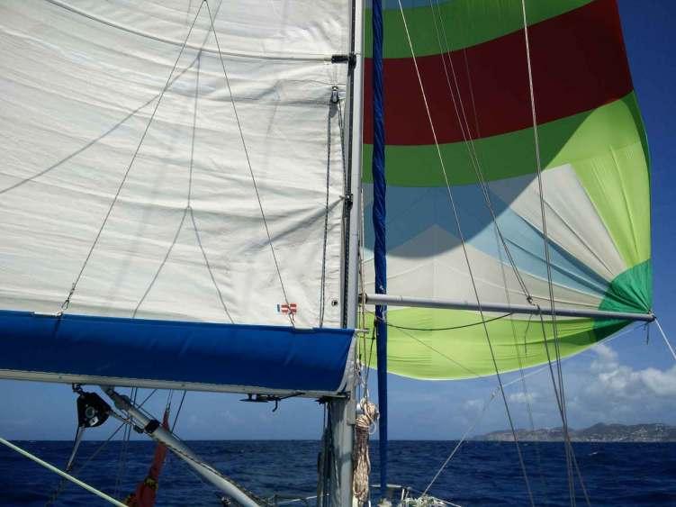 Manwë s'approchant des côtes de l'île de Saint Martin sous spi.