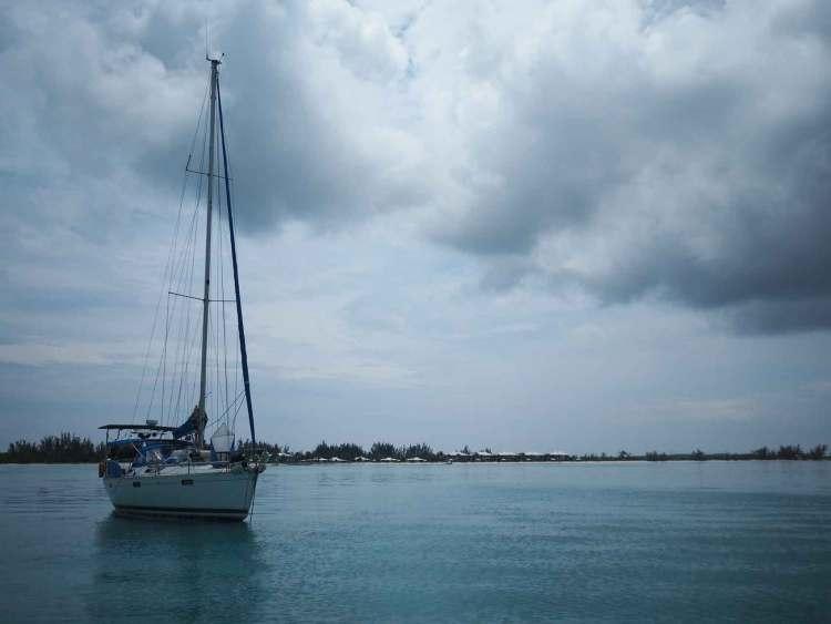 Manwë sous un orage au nord de Long Island, aux Bahamas.