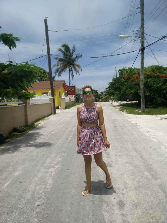 Dans les rues de Black Point, sur Great Guana Cay dans les Exumas, Bahamas.