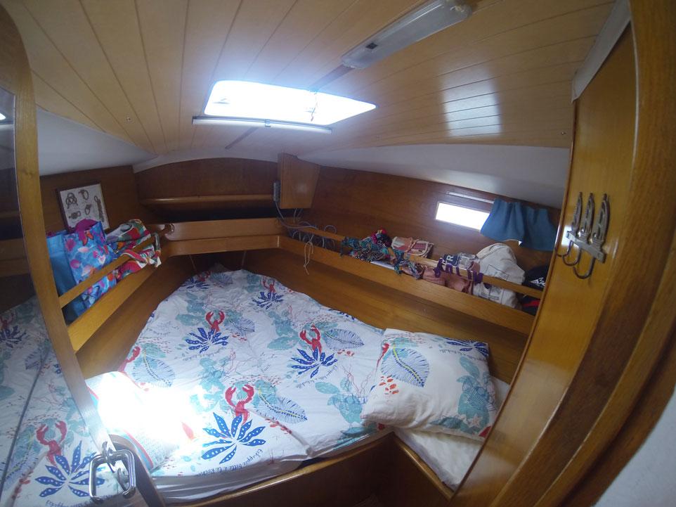 Cabine avant de notre voilier, un Océanis 390.
