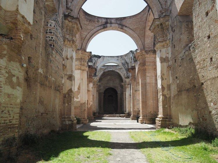Ruines de la cathédrale désormais Paroisse San José à Antigua Guatemala.
