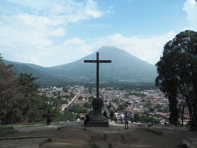 Le mirador El Cerro de la Cruz sur les hauteurs de la ville d'Antigua Guatemala.