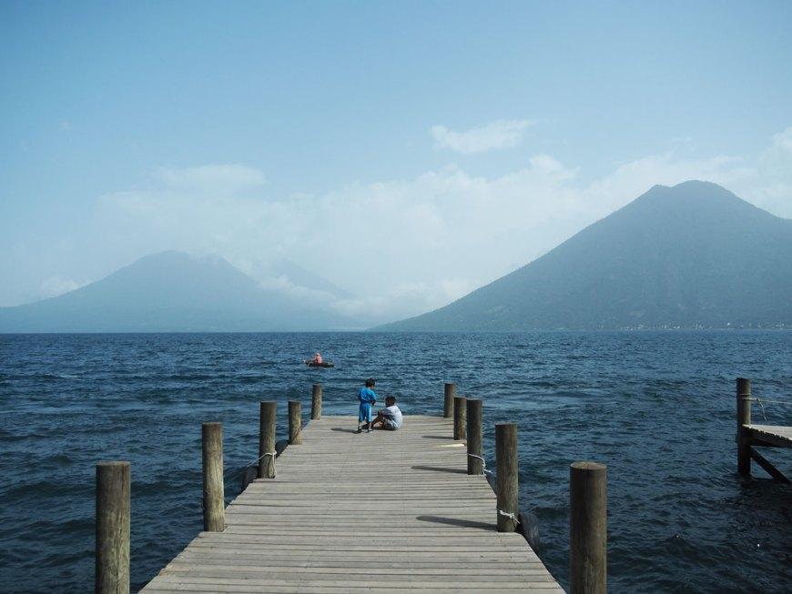 Point de vue sur les volcans autour du lac Atitlán, depuis le village de San Marcos.