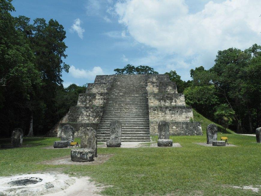 Pyramide maya à Tikal, au nord du Guatemala.