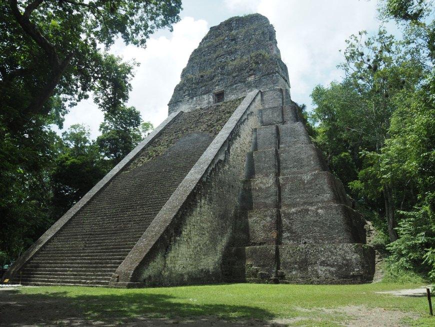 Temple V à Tikal au Guatemala.
