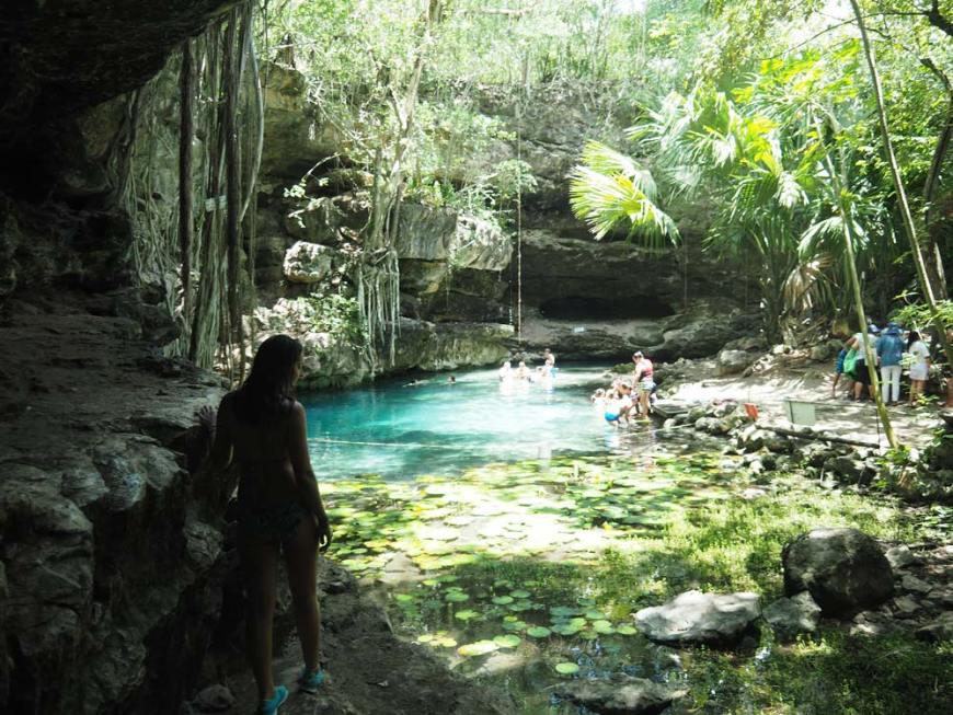 Cenote X-Batun et son eau claire dans le Yucatan.