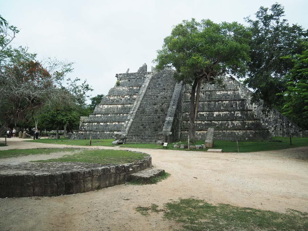 Temples et pierres à Chichén Itza au Mexique.